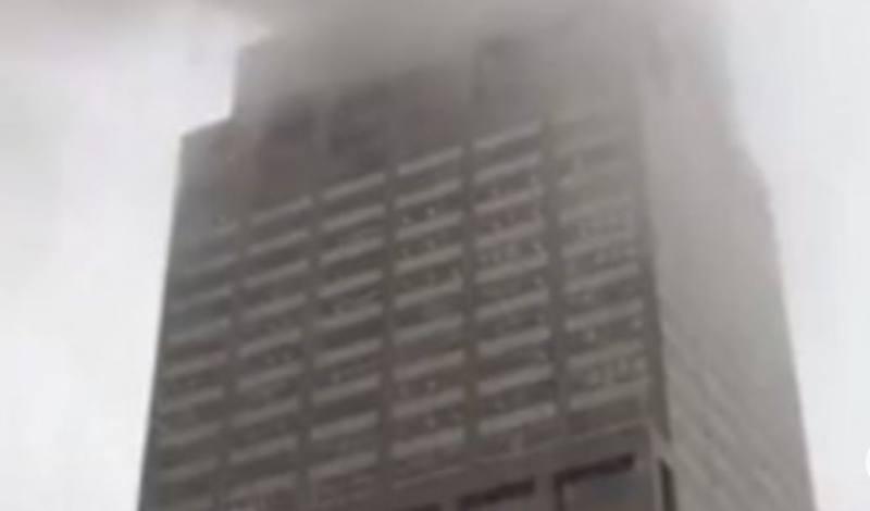 Accidente en Manhattan: un helicóptero se estrella contra un edificio de Nueva York