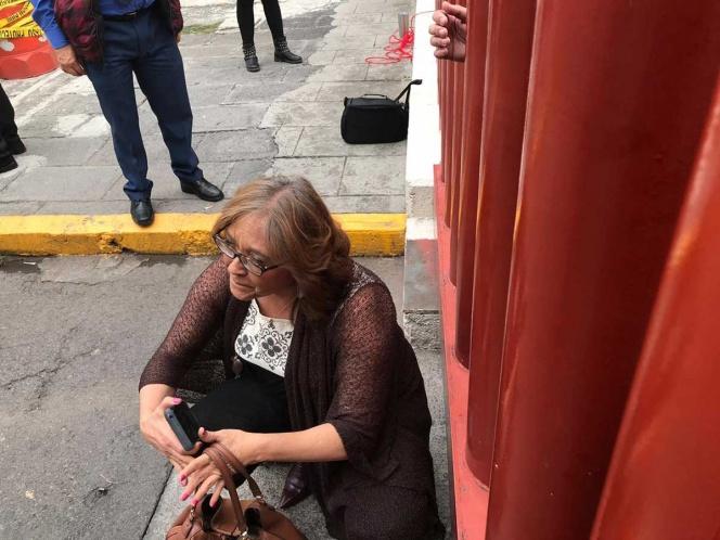 Suspenden sesión del Congreso por bloqueo de CNTE; diputados, trabajadores y niños permanecen al interior