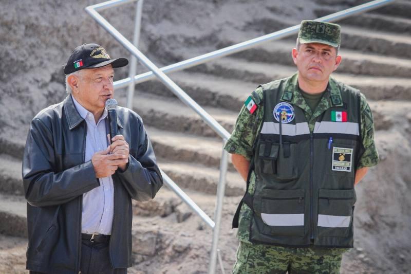 Confirma AMLO compra de acciones del aeropuerto de Toluca
