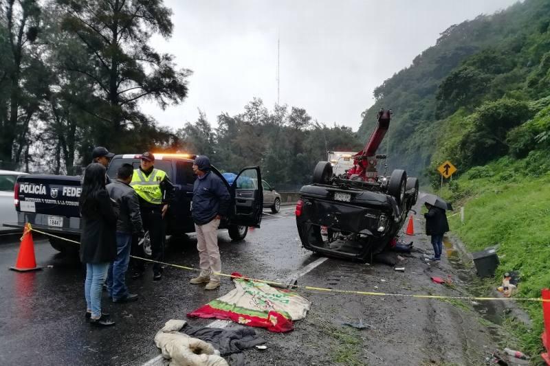 Un muerto y 6 heridos en volcadura sobre autopista Ciudad Mendoza-Orizaba