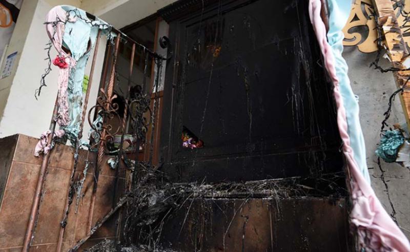 Encapuchados prenden fuego a altar de la virgen en mercado de San José