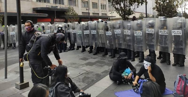 Protestan en Palacio Nacional contra Félix Salgado