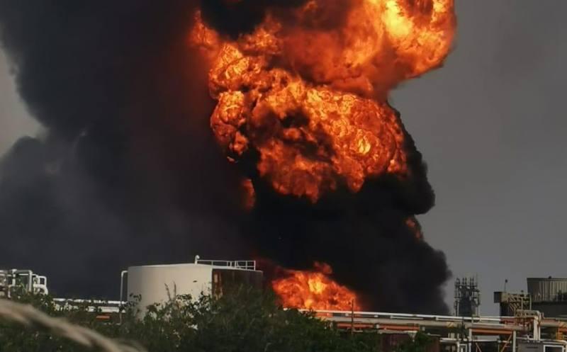 Reportan incendio en refinería de Pemex en Minatitlán