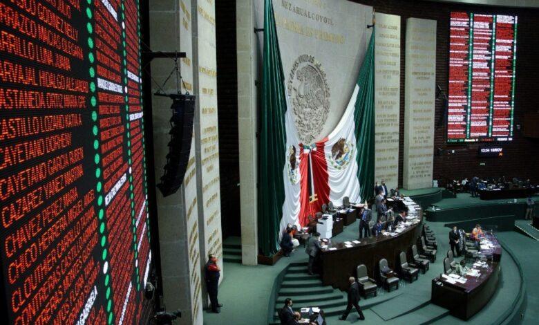 Eliminan requisito de presentar cartilla militar para salir de México