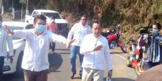 Cierran paso a gobernador para pedir agua potable en municipio de Naranjal